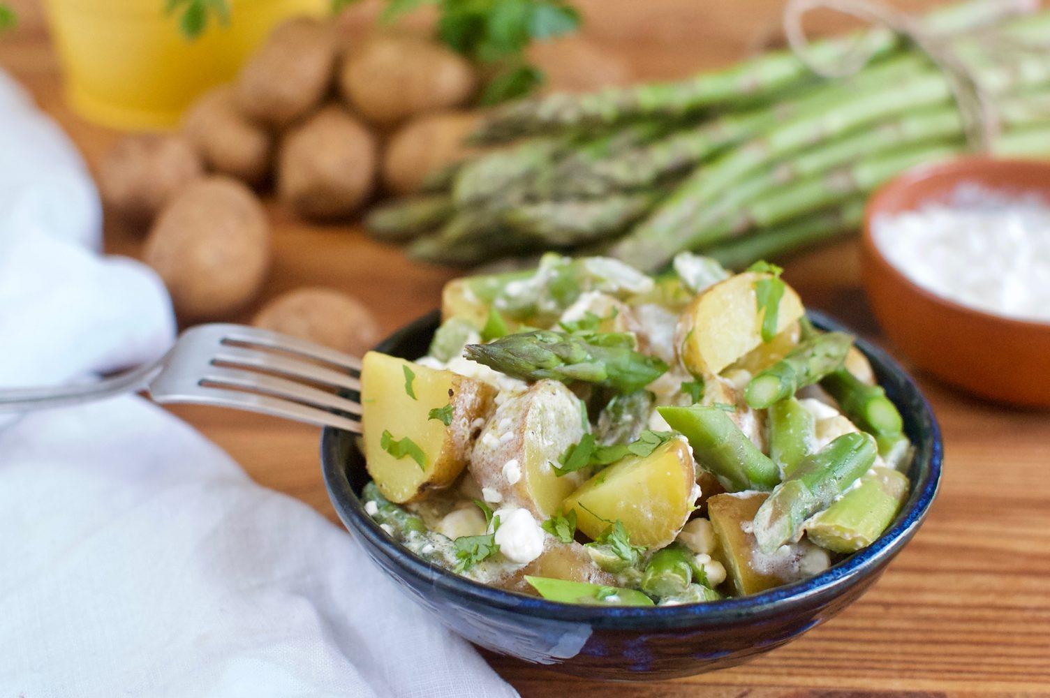 Ľahký zemiakový šalát so špargľou