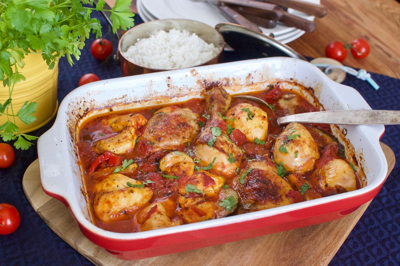 Pečené kuracie kúsky s paradajkami a paprikou