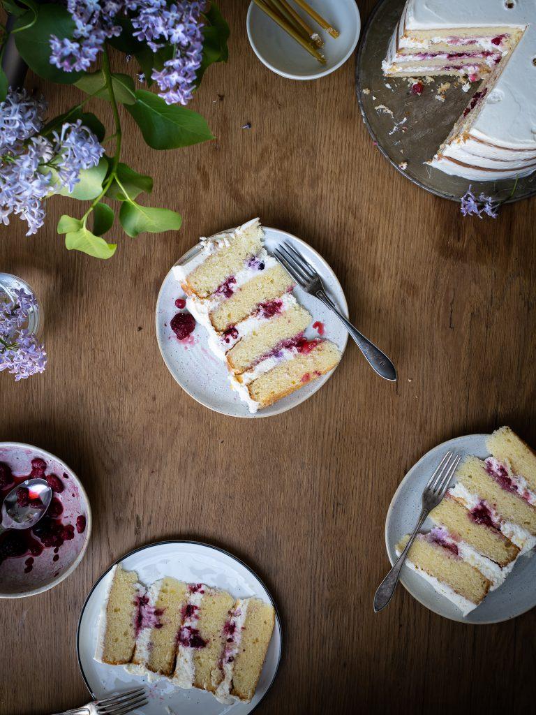 vanilková torta s ovocím na reze