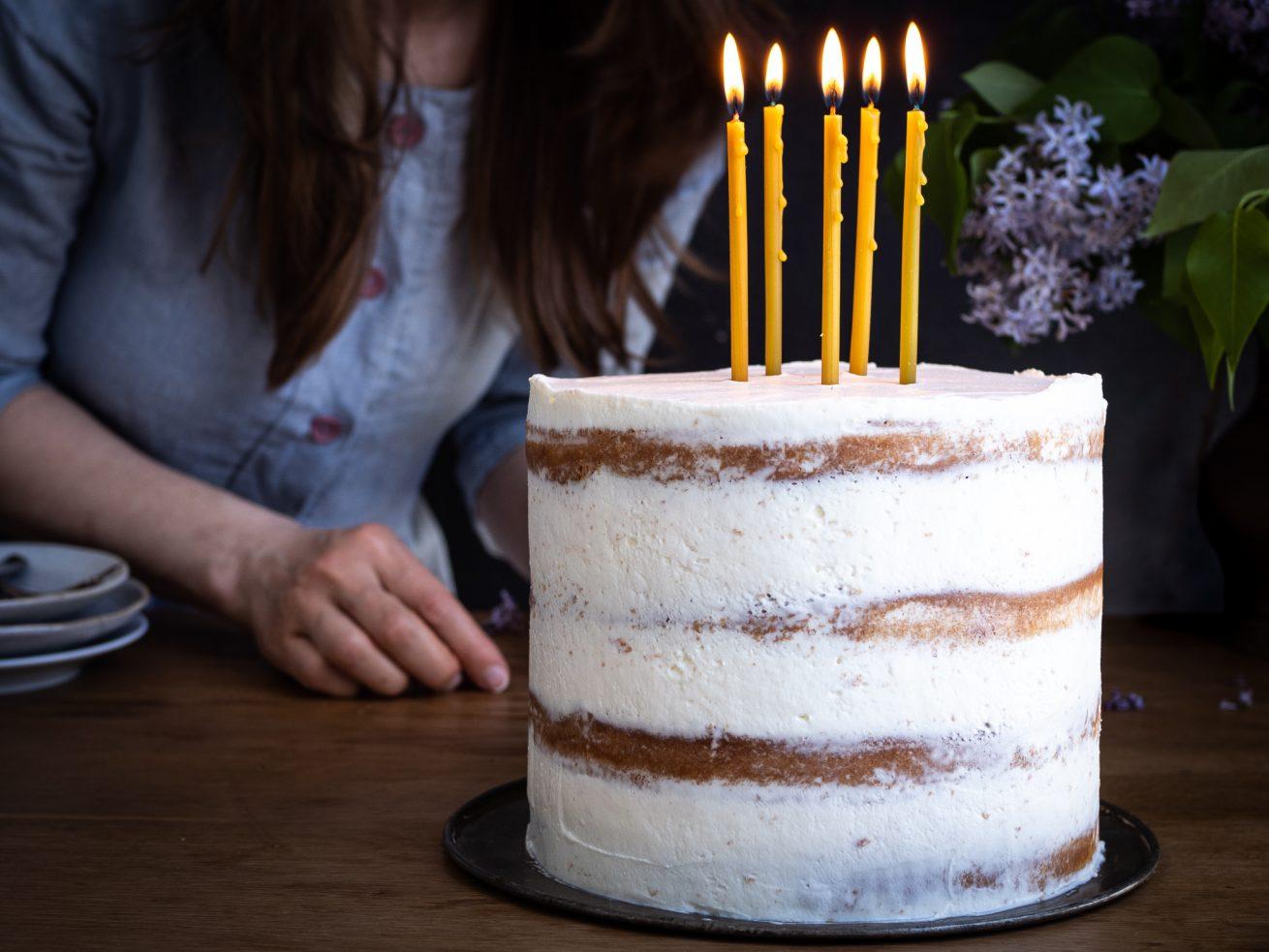 narodeninová torta so sviečkami
